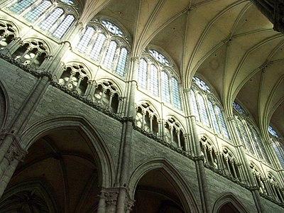 Amiens - grandes arches, triforium et claire-voie