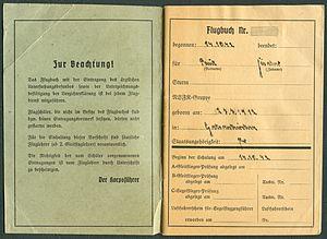 Amtsdokument Paul Fischer 1942-10-14 Hauptmann Nationalsozialistisches Fliegerkorps NSFA Flugbuch Nr. NSFK-Formblatt 602 Ap. A III. 5.38-7.40 Seite 02 und 03 Zur Beachtung.jpg