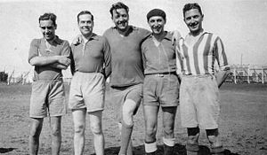 Arturo Frondizi - Frondizi (4th from left to right) during his tenure on Club Almagro where he played in the 4th division.