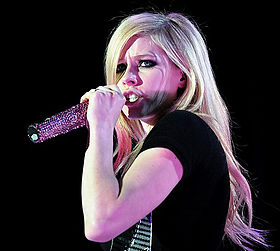 Avril Lavigne in Amsterdam, 2008 XII (crop).jpg