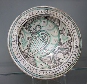 Maiolica - Dish with bird, in Islamic-derived style, Orvieto, ca.1270-1330 (Victoria and Albert Museum)