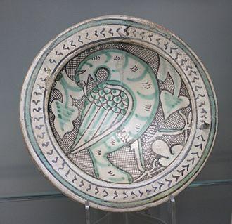 Maiolica - Dish with bird, in Islamic-derived style, Orvieto, ca.1270-1330 (Victoria and Albert Museum)
