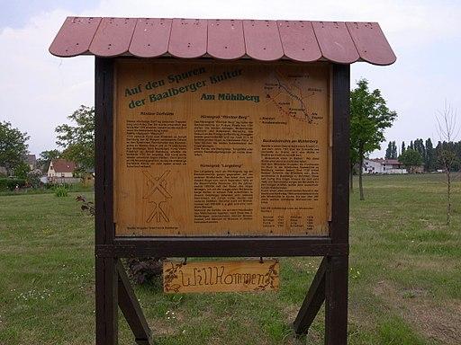 Baalberge, Informationstafel an der Bockwindmühle