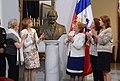 Bachelet develó busto de Patricio Aylwin que estará en la Galería de los Presidentes.jpg