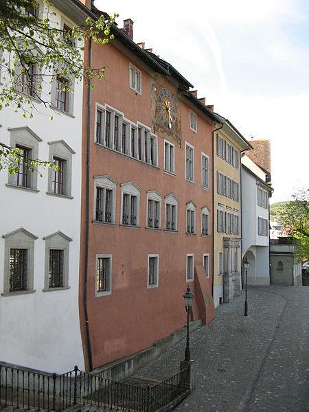 http://upload.wikimedia.org/wikipedia/commons/thumb/7/78/Baden_Rathaus_Rueckseite.jpg/450px-Baden_Rathaus_Rueckseite.jpg