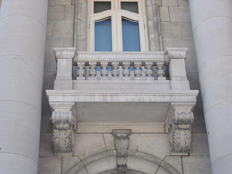 File balcon ch teau dufresne fa ade nord jpg for Balcon in english