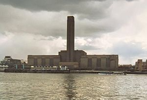 Bankside Power Station - Bankside 'B' Power Station, about 1985, before conversion to the Tate Modern