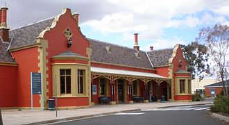 Bathurst railway station, New South Wales - Station front in April 2006