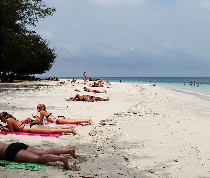 English: Beach Situation at Gili Trawangan, Lo...