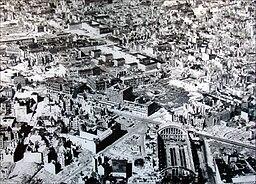 Luftaufnahme Askanischer Platz, ca. 1947, Jean-Pierre Dalbéra from Paris, France [CC BY 2.0 (https://creativecommons.org/licenses/by/2.0)], via Wikimedia Commons