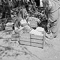 Bersjeba Markt met om een handelaarster in groenten waaronder paprika's en ei, Bestanddeelnr 255-3534.jpg