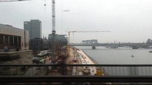 File:Blick aus dem Zug während der Ausfahrt aus dem Hauptbahnhof Köln Richtung Düsseldorf.ogv