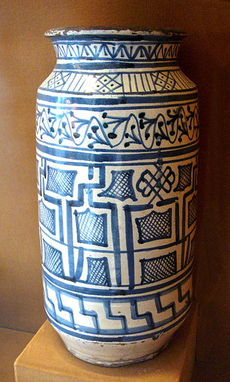 Albarello - Blue-and-white faience albarello with Pseudo-Kufic designs, Tuscany, 2nd half of 15th century.