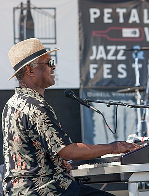 Booker T. Jones - Booker T. playing organ at the Petaluma Wine, Jazz, and Blues Festival, August 2009.