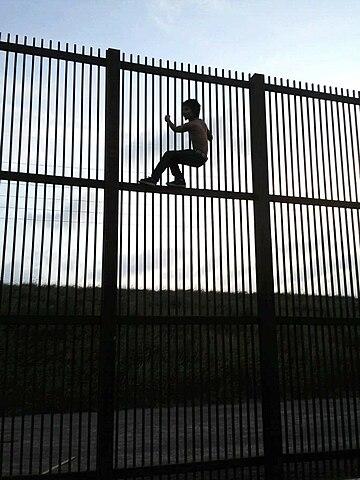 360px-Borderwallbrownsvile.jpg