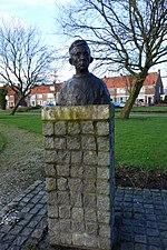 File:Borstbeeld Volendammer man 03.JPG
