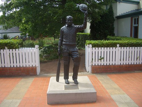 The statue of Sir Donald Bradman outside the Bradman Museum. Bradman Museum 2.JPG