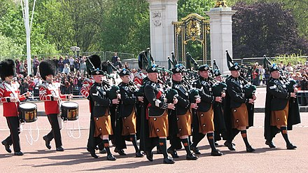 The Drums & Pipes, 2017 Buckingham Palace (3694847301).jpg
