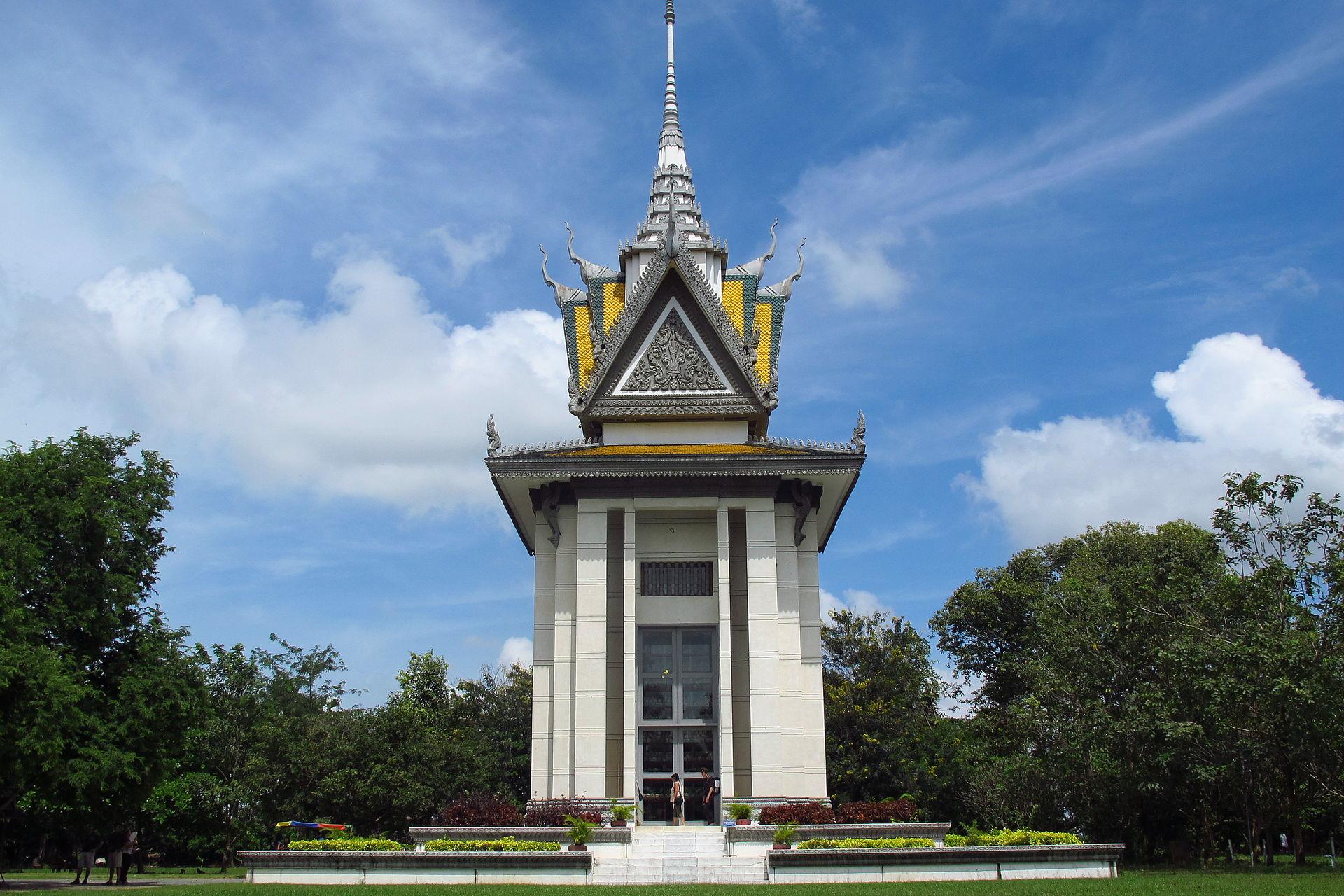Cetiya beratap stupa di situs memorial Choeung Ek, Kamboja.