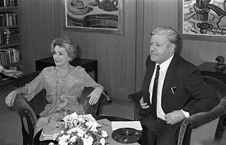 Lilli Palmer - Palmer interviewing German chancellor Helmut Schmidt in 1982