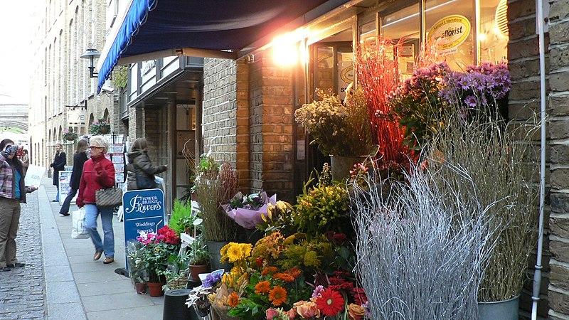 File:Butler's Wharf Flower Shop.jpg