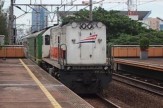 Long hood - A CC 201 45 (CC 201 83 07) operating long hood forward with argo dwipangga through Cikini Station.