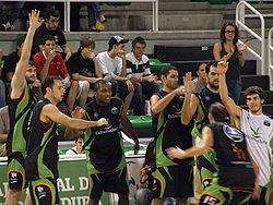 Jugadores de la plantilla del Cáceres Ciudad del Baloncesto durante la  presentación del equipo en el primer partido de la temporada 2008 09 de la  liga LEB ... 648572bf5a7a6