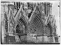 Cathédrale Notre-Dame - Ensemble du grand portail avec ses sacs de sable - Reims - Médiathèque de l'architecture et du patrimoine - APZ0002538.jpg