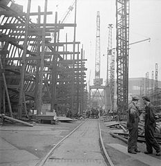 Cecil Beaton Photographs- Tyneside Shipyards, 1943 DB120.jpg