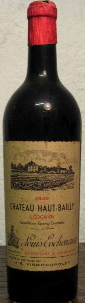 Château Haut-Bailly - A bottle of Château Haut-Bailly 1949, then under the Graves appellation, but with Léognan clearly labelled.