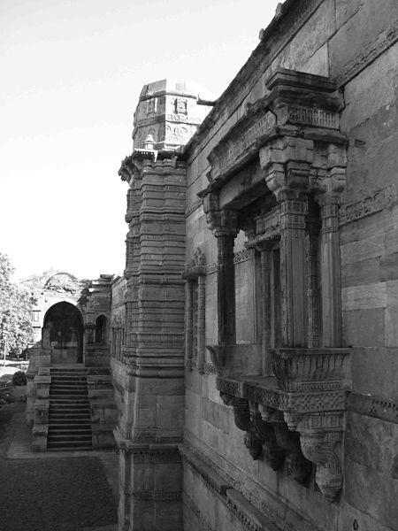 File:Champaner arch. park c57.jpg