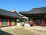 Changdeokgung Palace (36530174575).jpg