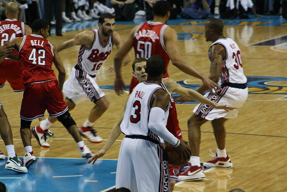 Chris Paul inbounds