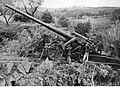 Ciężka armata niemiecka - K 18 kal. 170 mm Morserlafette na froncie pod Nettuno - Anzio (2-2187).jpg