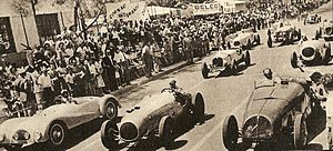 Mogadiscio circuit - An early version of the Alfa Romeo 1750 (white car in second line) in a 1950 Asmara Race
