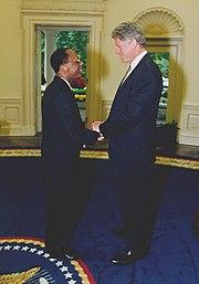 Jean-Bertrand Aristide rencontre Bill Clinton dans le bureau ovale, 14 octobre 1994.