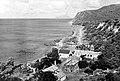 Collectie NMvWereldculturen, TM-10021242, Repronegatief 'Een landingsbaai met landinwaarts een aantal woningen aan de kust van Sint Eustatius, op de achtergrond is het eiland Saba te zie', fotograaf niet bekend, 1947.jpg