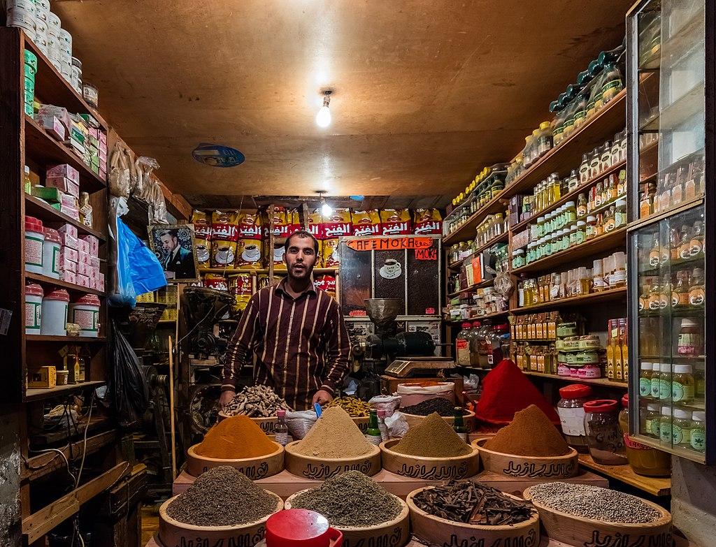 Comercio en la plaza del 9 de abril de 1947, Tánger, Marruecos, 2015-12-11, DD 77.JPG