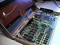Commodore C64 Gehäuse aufgeklappt Mainboard.jpg