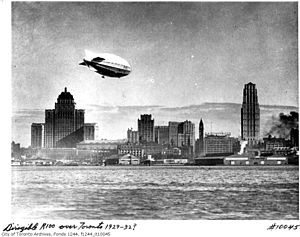 Composite image of HM Airship R100 flying over Toronto, 1930.jpg