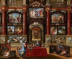Intérieur avec personnages devant une collection de peintures