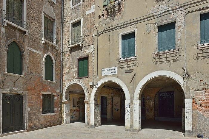 Corte seconda del Milion e porticato del teatro Venezia