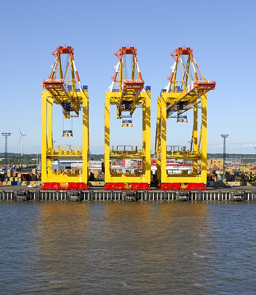 File:Cranes outside the Port of Bremerhaven (2009) 01.jpg