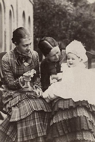 Victoria of Baden - Victoria, Crown Princess of Sweden with her mother, Grand Duchess Louise of Baden (only daughter of Wilhelm I, German Emperor) and her eldest son, baby Gustaf Adolf, 1883.