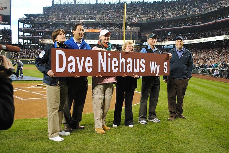 File:Dave Niehaus Way dedication, 2011 (22362423219).jpg