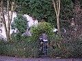 Der Eingang zum verwunschenen Haus (2008-04) - panoramio.jpg