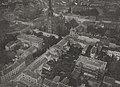 """Der Königsplatz mit der Johanniskirche in Düsseldorf, aufgenommen aus dem Luftschiff """"Charlotte"""" von Julius Söhn, 1912.jpg"""