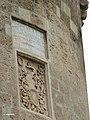 Dettaglio Torre ovest del Castello con stemma Del Balzo.jpg