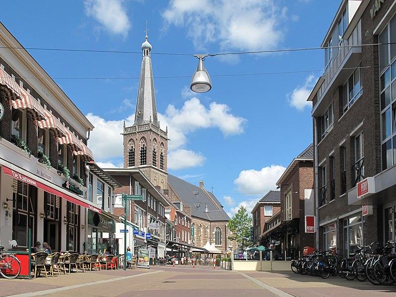 File:Doetinchem, Sint Catharinakerk RM13084 in straatzicht foto7 2012-07-22 14.54.jpg