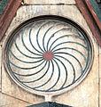 Duomo di firenze, medaglioni intarsiati in marmi nei timpani delle finestre sui fianchi 07,2.jpg